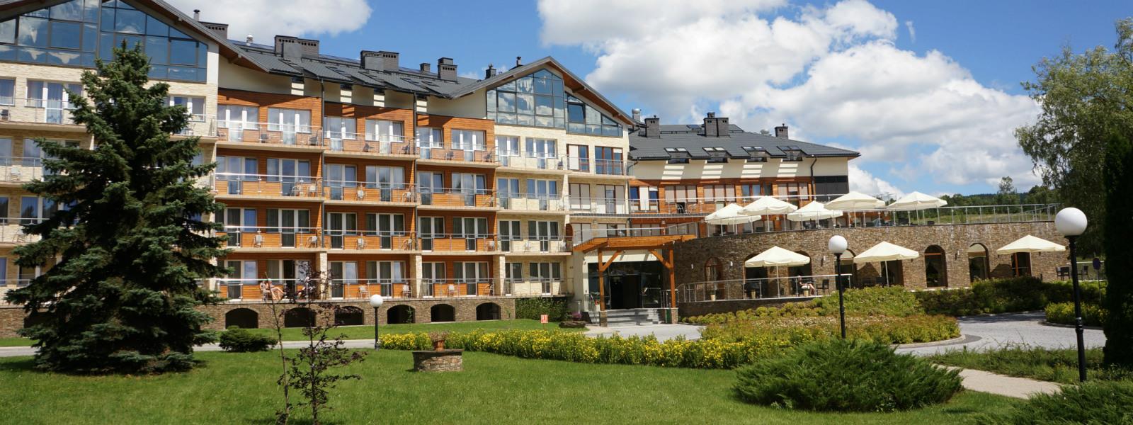 Hotel Activa - widok z przodu na hotel
