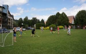 Mecz w mini hokeja na trawie
